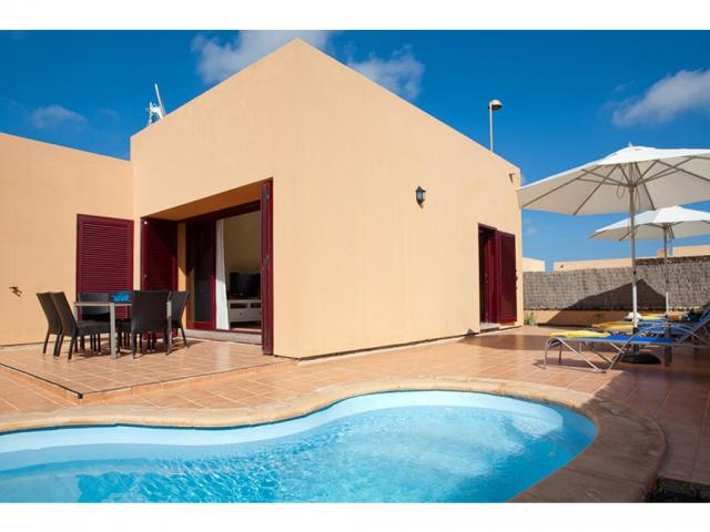 3 bedroom deluxe villa in Corralejo Fuerteventura beautifully furnished and close to all amenities. Sleeps up to 6 adults plus 1 child.